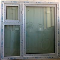 Старый скотч на пластиковом окне