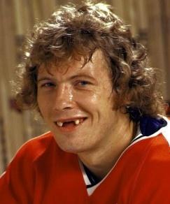 беззубый хоккеист