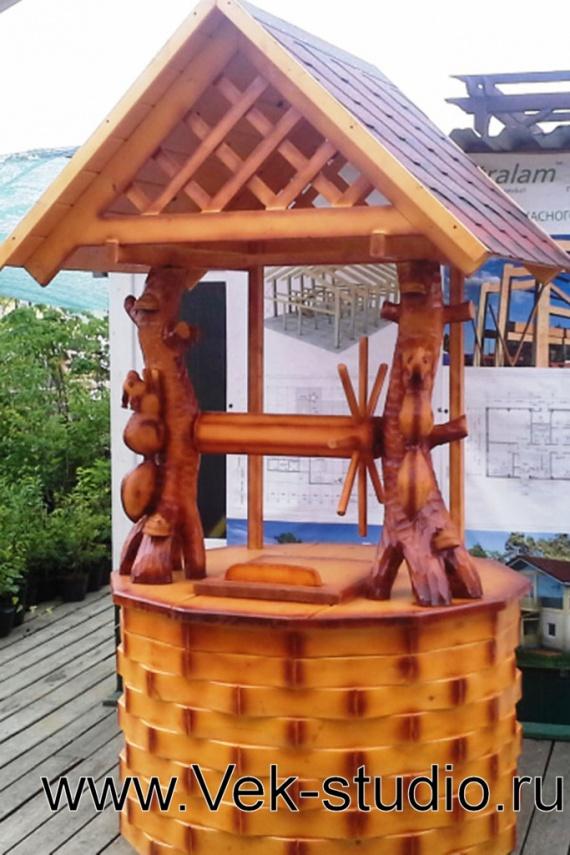 Домик для колодца с белочкой (фото)